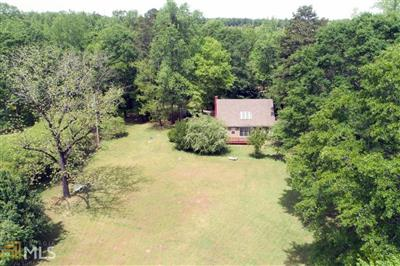 New 4 Beds 2 Baths Single Family Listing in Hoschton!